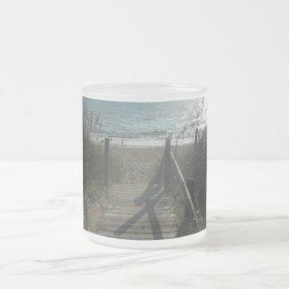 Acceso a la playa taza de cristal
