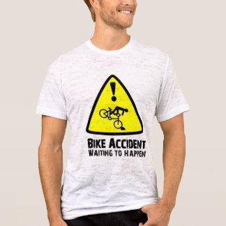 Accidente de la bici que espera para suceder playera