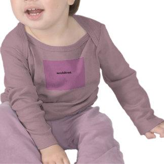 Accidente (rosa) camisetas
