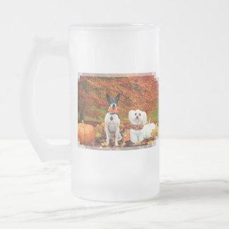 Acción de gracias de la caída - fox terrier de jarra de cerveza esmerilada