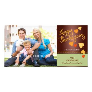 Acción de gracias feliz, hojas coloridas de la tarjeta fotográfica