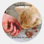 Acción de gracias que comparte con los animales etiqueta redonda