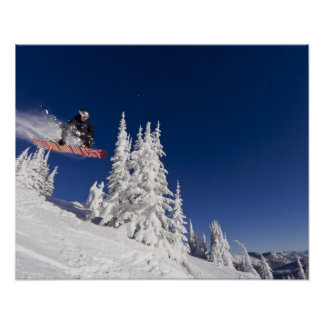 Acción de la snowboard en el centro turístico de m impresiones