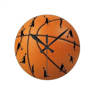 Acción del baloncesto reloj redondo mediano