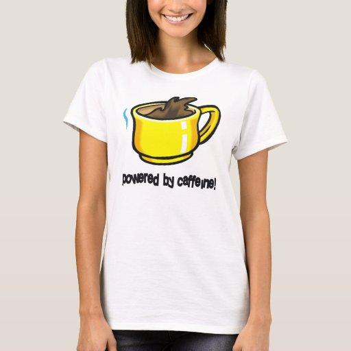 Accionado por la camiseta de la taza de café del