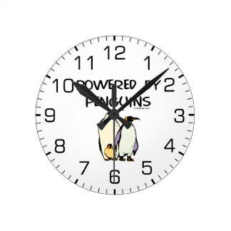 Accionado por los pingüinos reloj