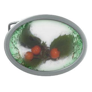 Acebo verde escarchado del navidad hebilla de cinturón oval