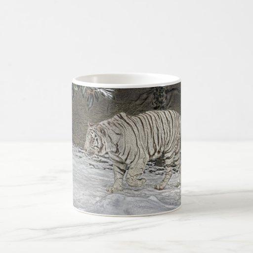 Acecho blanco del tigre en taza de la nieve