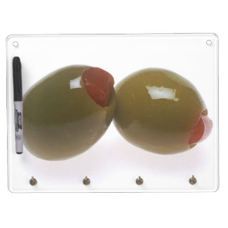 Aceitunas verdes tablero blanco