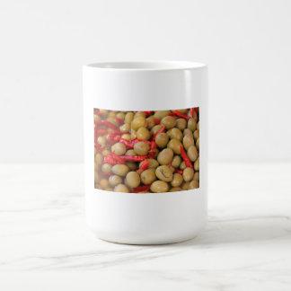 Aceitunas y taza de los chiles