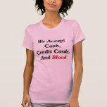 Aceptamos efectivo, tarjetas de crédito, y sangre camiseta