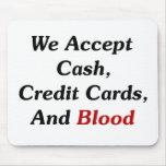 Aceptamos efectivo, tarjetas de crédito, y sangre tapetes de ratones