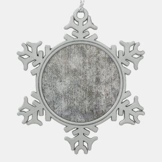 Acera gris resistida del cemento adorno de peltre en forma de copo de nieve
