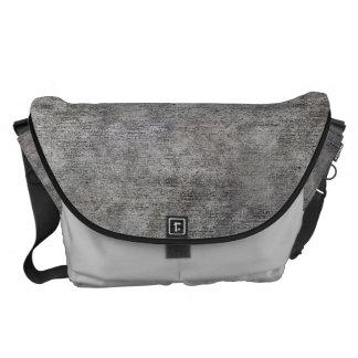 Acera gris resistida del cemento bolsa messenger