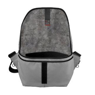 Acera gris resistida del cemento bolsas de mensajeria