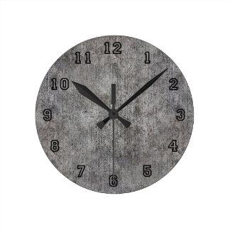 Acera gris resistida del cemento reloj redondo mediano