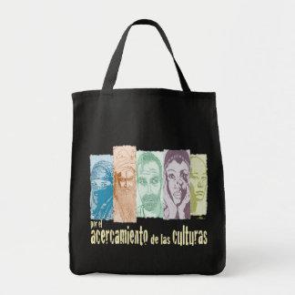Acercamiento de las culturas. bolsa tela para la compra