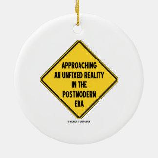 Acercamiento de una realidad desmontada en era pos ornamento de navidad