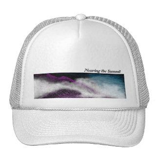 Acercando al gorra de la cumbre - niebla de la cum