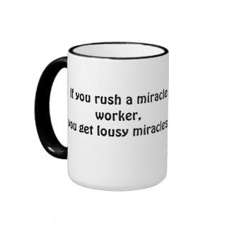 Acometa a un hacedor de milagros; consiga la taza