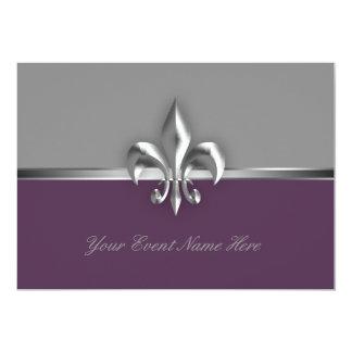 """Acontecimiento púrpura de plata de la flor de lis invitación 5"""" x 7"""""""
