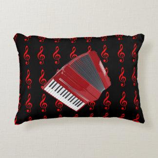 Acordeón rojo, clef agudo rojo en fondo negro cojín