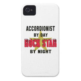 Acordeonista por el día rockstar por noche iPhone 4 carcasas