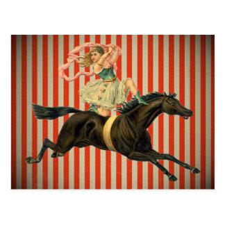 acróbata de circo del vintage que monta una postal