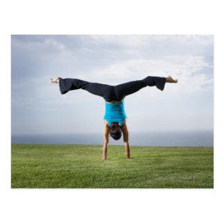 Acróbatas y contorsionistas 2 postales