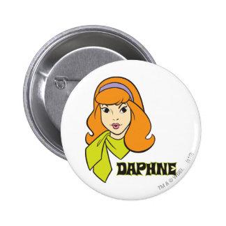 Actitud 21 de Daphne Pin Redondo De 2 Pulgadas