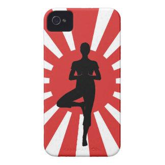 Actitud 3 de la yoga del sol naciente iPhone 4 carcasa