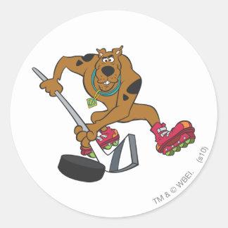 Actitud 4 de los deportes de la meta de Scooby Doo Pegatina Redonda