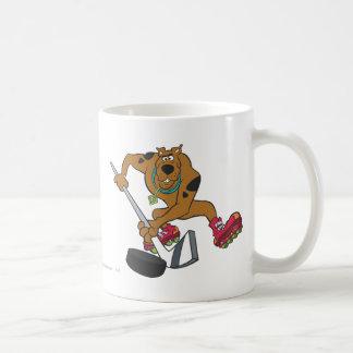 Actitud 4 de los deportes de la meta de Scooby Doo Taza Clásica