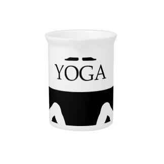 actitud boca abajo de la yoga del perro jarras