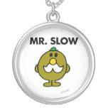 Actitud clásica de Sr. Slow el | Collar Plateado