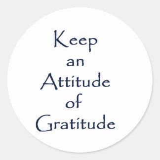Actitud de la gratitud pegatina redonda