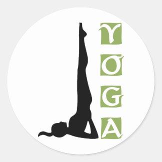 Actitud de la yoga de la inversión pegatina redonda