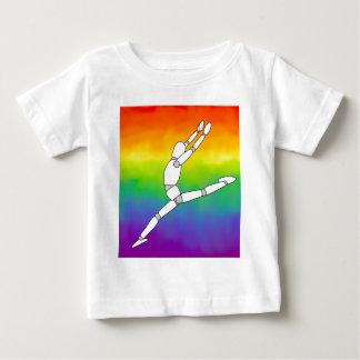 Actitud de madera de la danza en el arco iris tee shirts