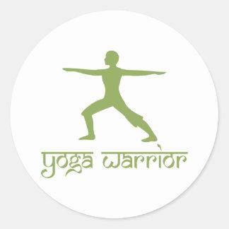 Actitud del guerrero de la yoga pegatina redonda