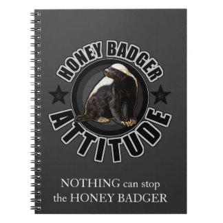 ACTITUD del tejón de miel - diseño redondo Libros De Apuntes