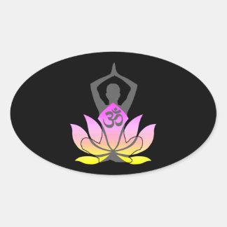 Actitud espiritual de la yoga de la flor de OM Pegatina Ovalada