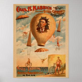 Acto del paracaídas de la bicicleta en teatro del  póster