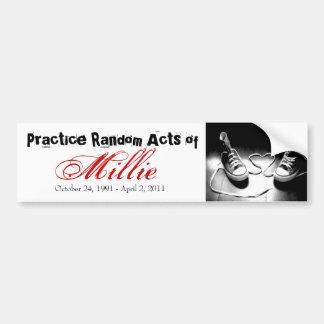 Actos al azar de Millie Pegatina Para Auto