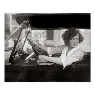 Actriz detrás de la rueda, 1921. Foto del vintage Póster
