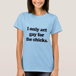 Actúo solamente gay para los polluelos .png playera