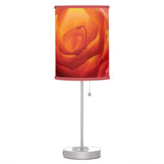Acuarela color de rosa bicolor roja y amarilla lámpara de escritorio