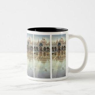 """Acuarela de la arquitectura del """"palacio flotante"""" taza de dos tonos"""