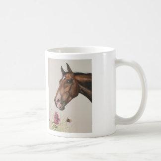 Acuarela del caballo en la taza con caer apagado