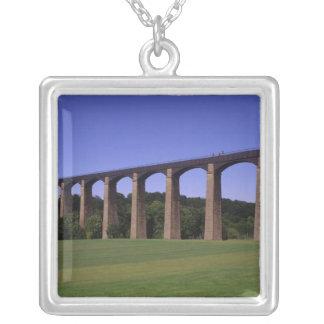 Acueducto del canal de la unión de Shropshire, Colgante Cuadrado