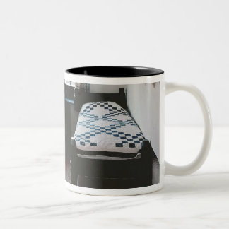 Acueste, carril de toalla diseñado por Ford Madox Taza De Dos Tonos